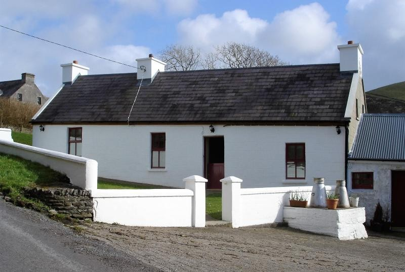 Pleasant Self Catering Griffins Holiday Cottage In Dingle Download Free Architecture Designs Xaembritishbridgeorg