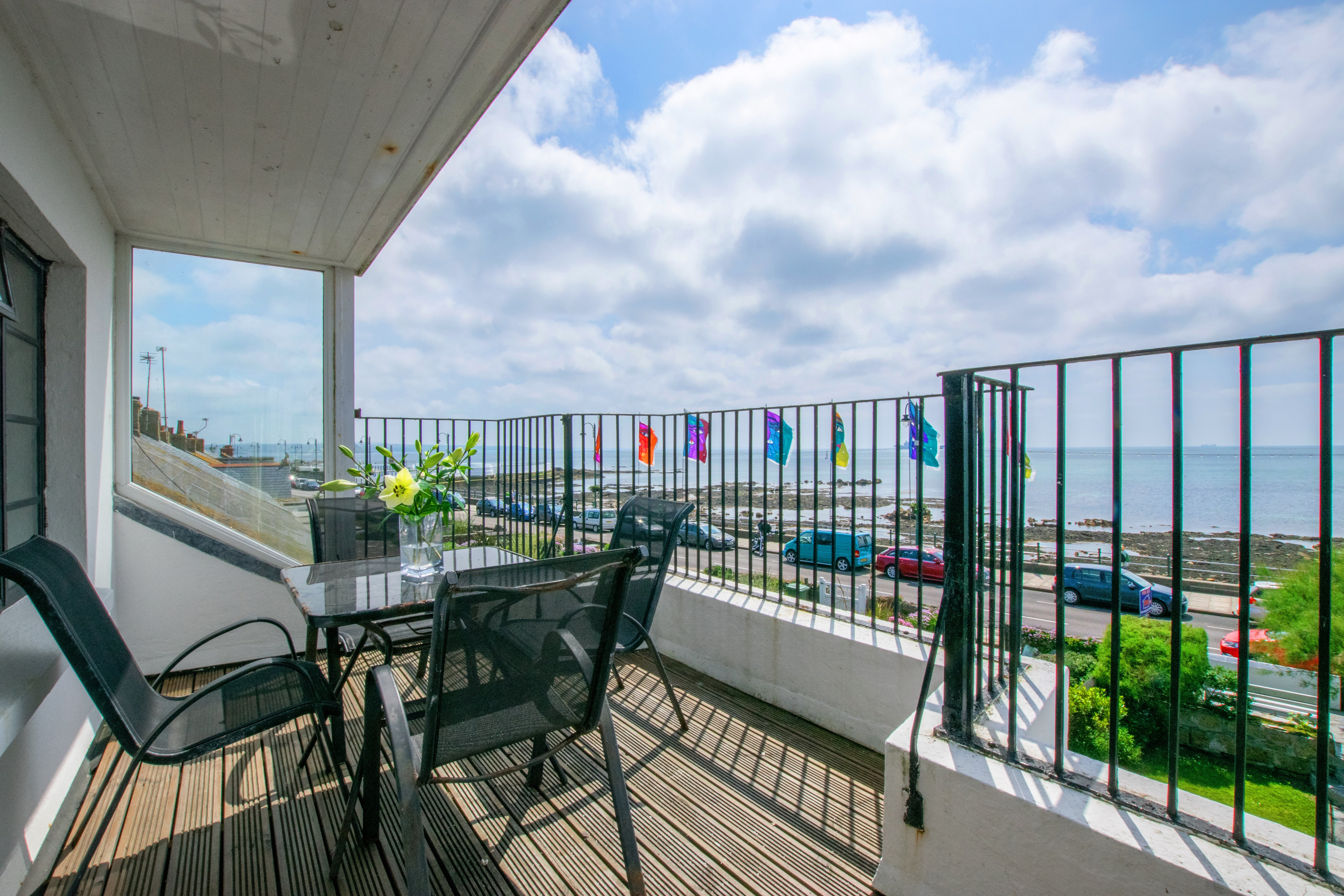 Write a review of Captain's Lookout in Penzance - Selfcater com