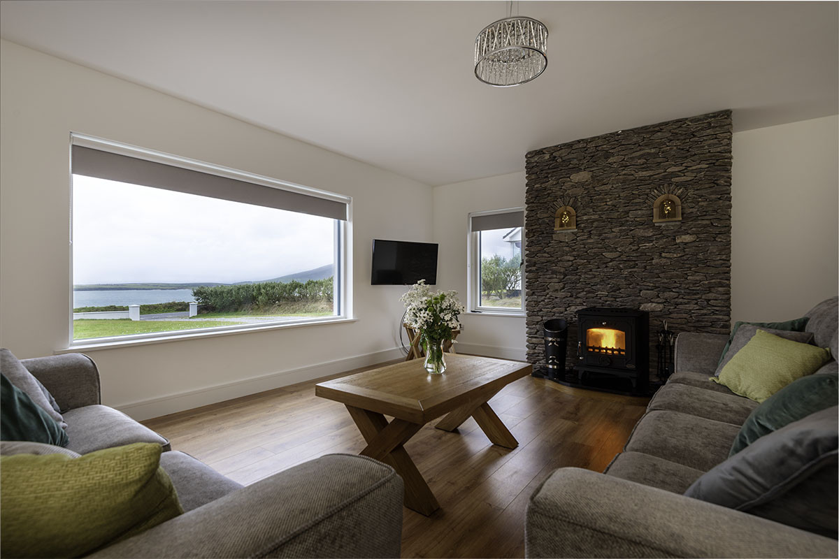 Strange Self Catering New Lullaby Cottage Incredible Views In Dingle Download Free Architecture Designs Xaembritishbridgeorg