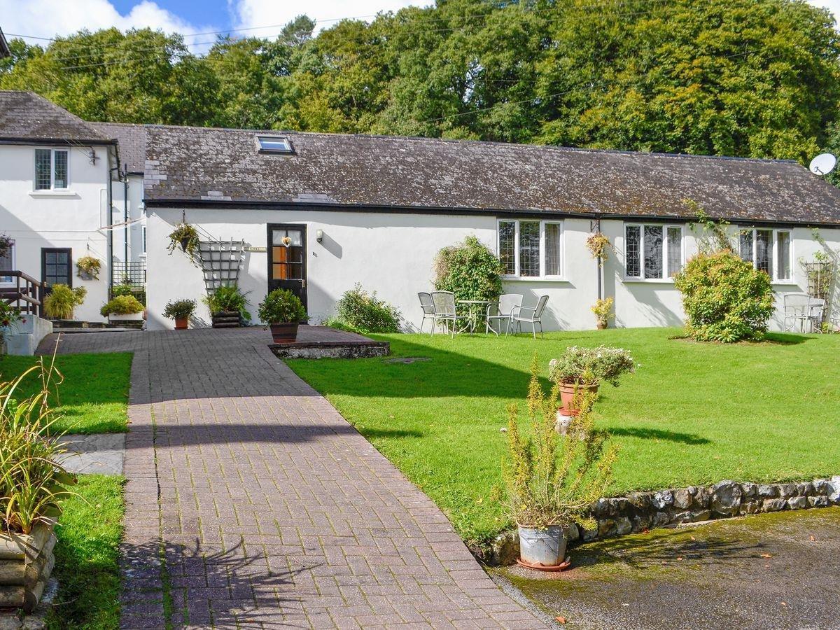 Photo of Harcombe House - Knoll